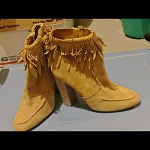 Display new Aquazzura ankle boots 39